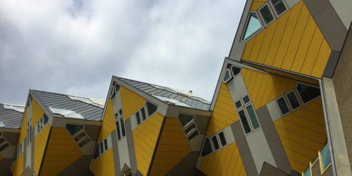 خانه مثلثی زرد